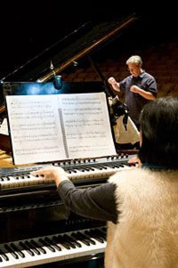 """Gloria Cheng rehearsing """"Pianos"""" with the Eco Ensemble"""